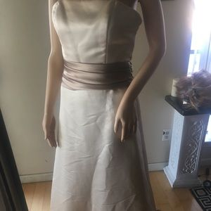 Dresses & Skirts - Pearl Dress very cute dress great condition,